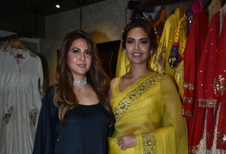 01 Neha Gupta & Esha Gupta @ Ranian by Neha Gupta's SS 18 collection launch at Atosa