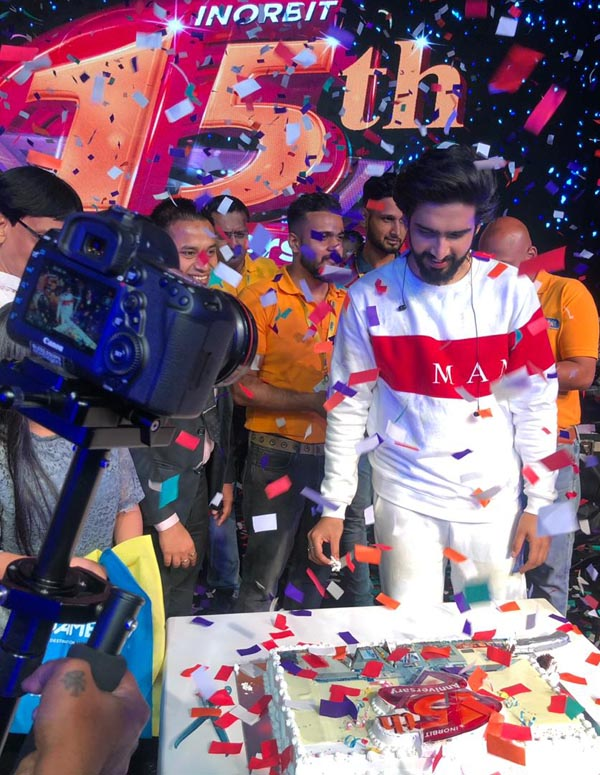 AWARD WINNING MUSIC COMPOSER AND SINGER AMAAL MALLIK AT INORBIT MALL MALAD 15TH ANNIVERSARY AND REPUBLIC DAY CELEBRATIONS (1)