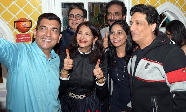 Celebs in a selfie mode at Goa Portuguesa 31st Anniversary Bash