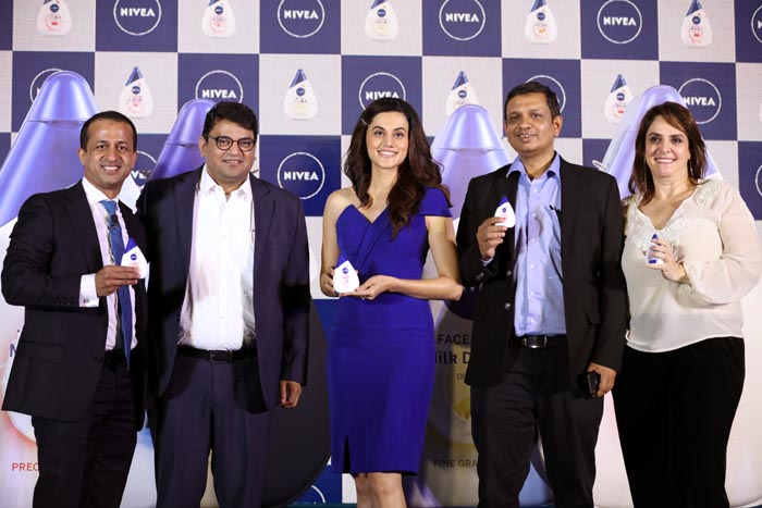 From L- R, Neil George, MD,NIVEA INDIA, Sachin Killawal, Marketing Director,NIVEA INDIA, Taapsee Pannu, Rakshit Hargave,SVP,Beiersdorf AG, &Tatiana Ponce, VP Marketing, Beiersdorf