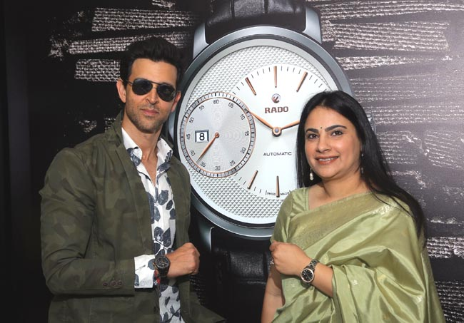 Hrithik Roshan launches the first ever Rado airport store at T3 IGI Airport, New Delhi today with Simran Chandhoke, Brand Manager, Rado 1
