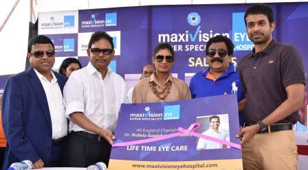 MaxiVision Chairman - Dr.GSK Velu and founder Dr.KP Reddy presenting lifetime valid free eye care card to Mithali Raj (1)