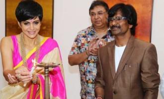 """Actress Mandira Bedi inaugurated artist Ramesh Thorat's """"Cosmic Visionary"""" Art Exhibition"""