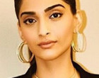 Spotted: Sonam Kapoor was recently spotted in Mirari Bow ring for  komal Nahta's Talk Show.